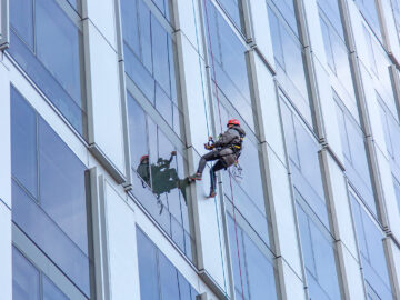 Facade inspection by industrial rope access